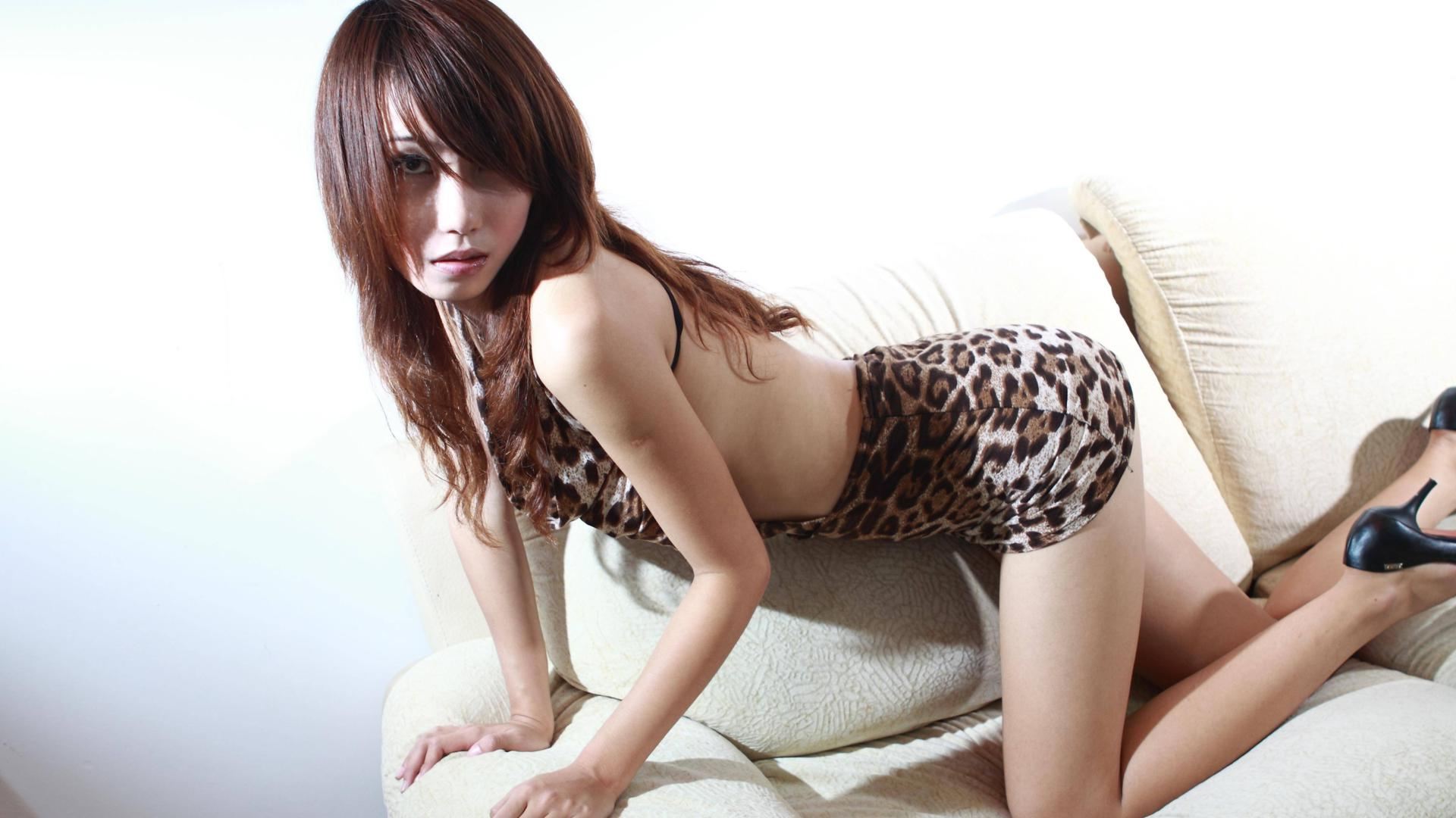 Sexy and skinny asian lass is posing her ass 4
