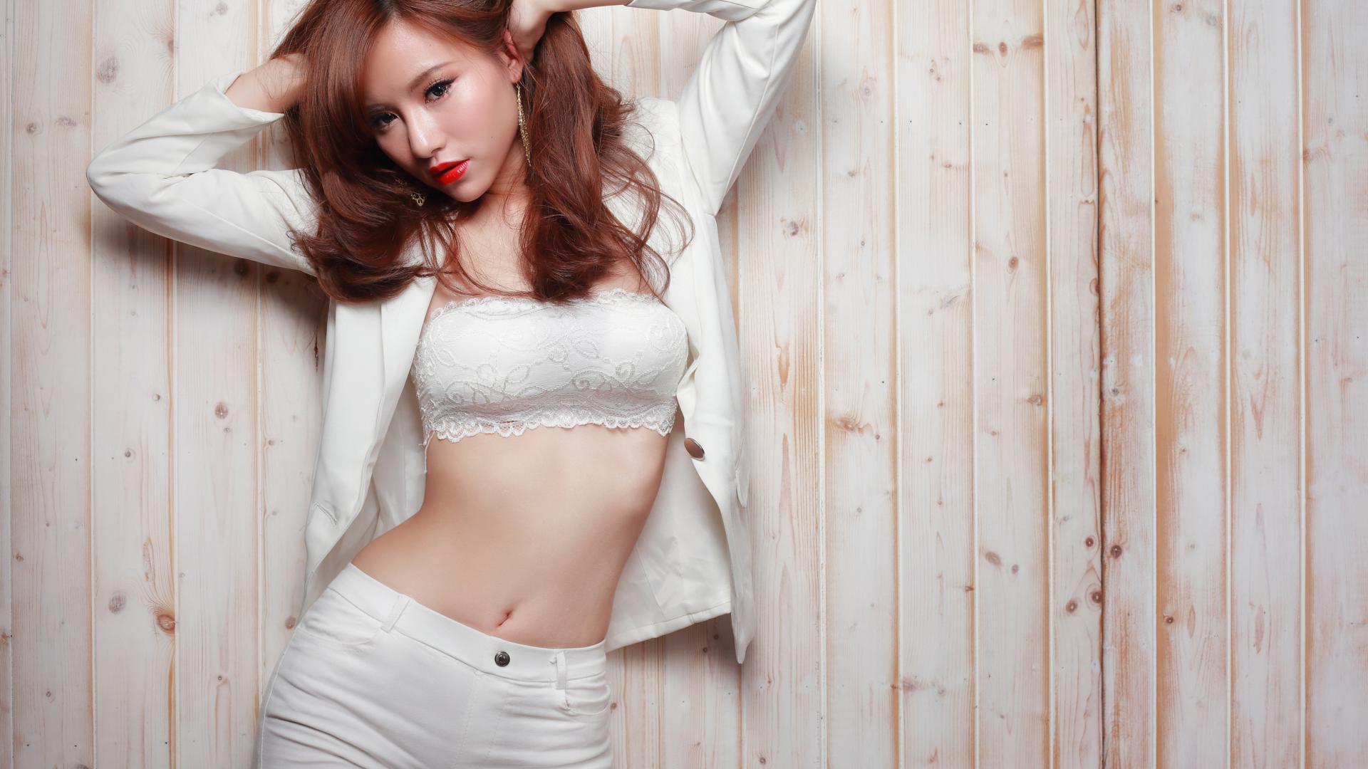 Free pics voyeur women undressing