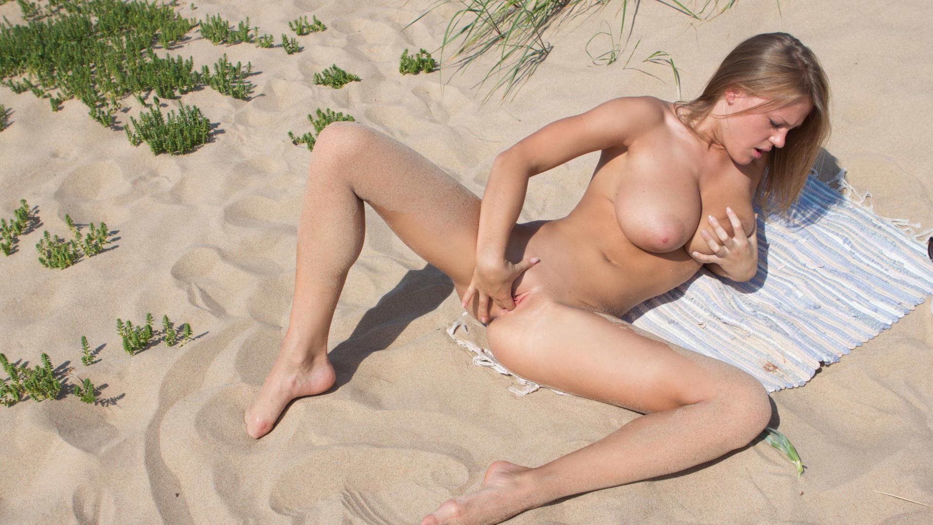 image Fingering of all natural brunette on webcam